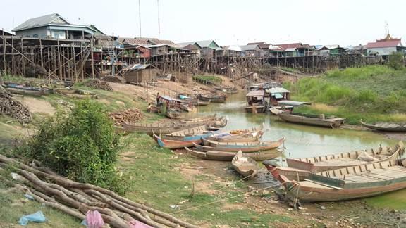 乾期のコンポンプルック村でホームステイ