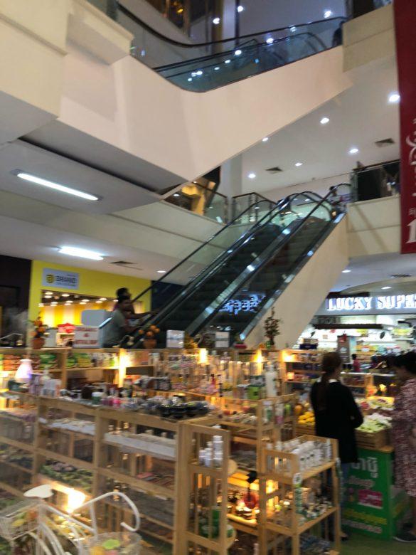 【インターン日記6】シェムリアップのショッピングモールの話